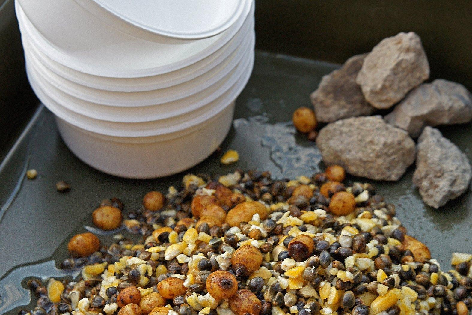 Partikelmischung aus Tigernüssen, Mais und Hanf