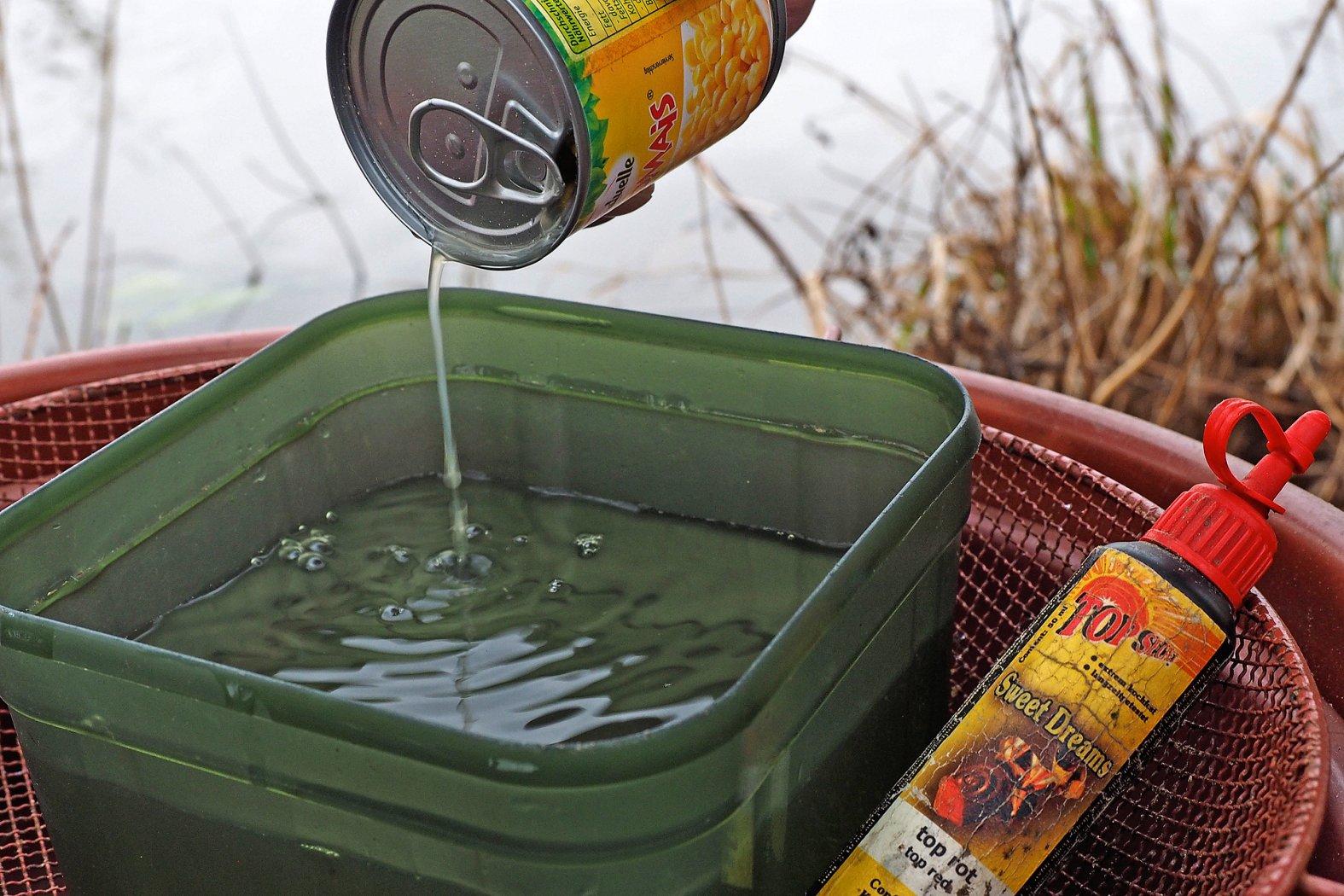 Wasser und Lockstoffe fürs Stippfutter