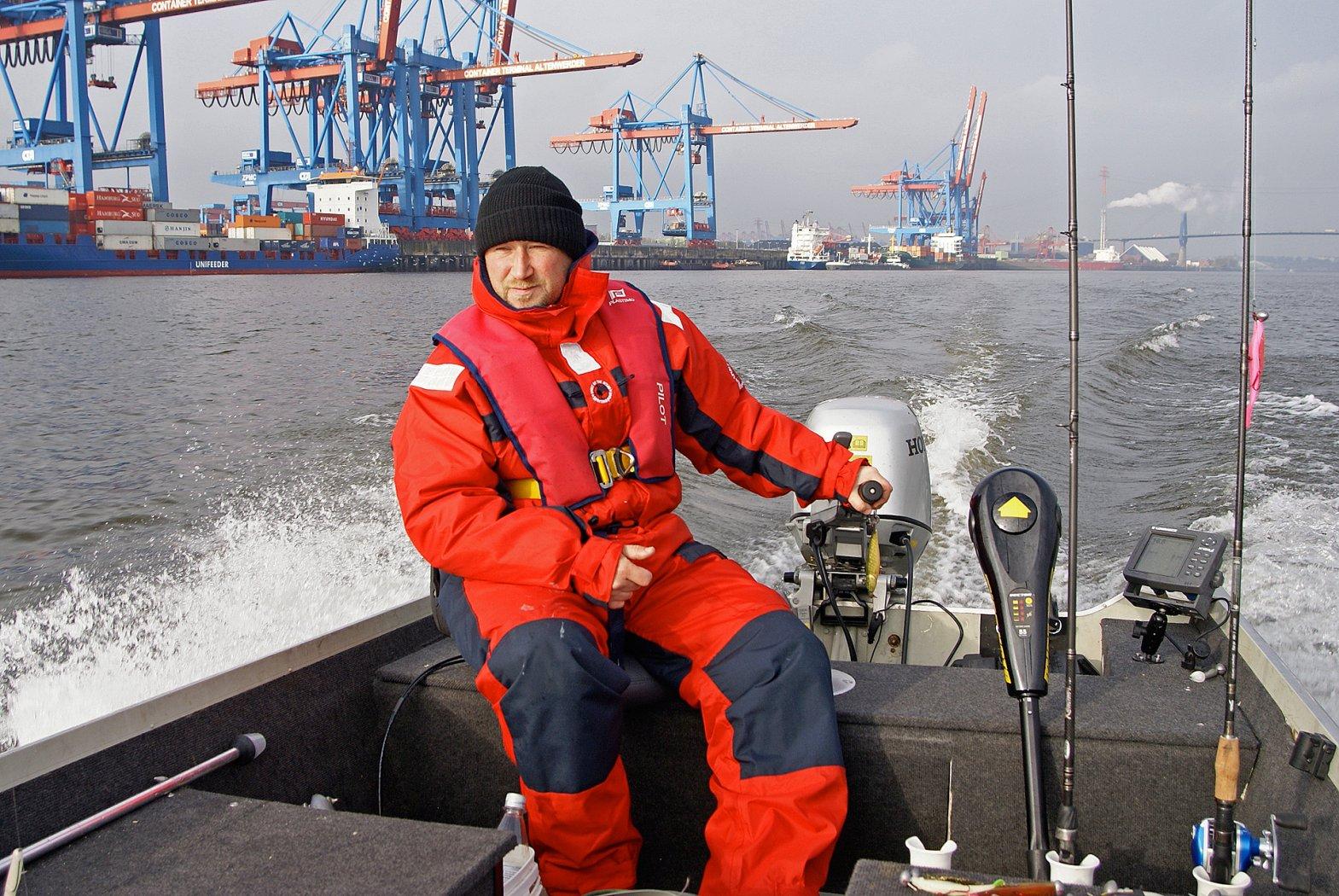 Vertikalfischen vom Boot