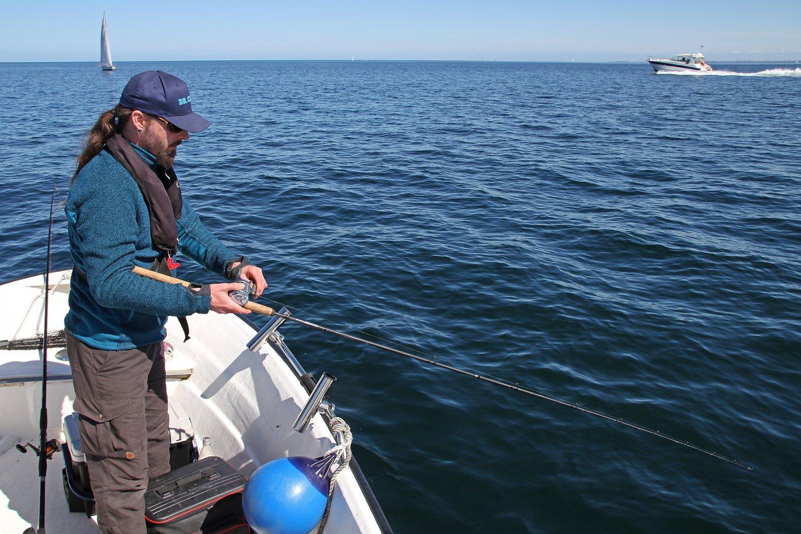 Plattfischangeln vom treibenden Boot