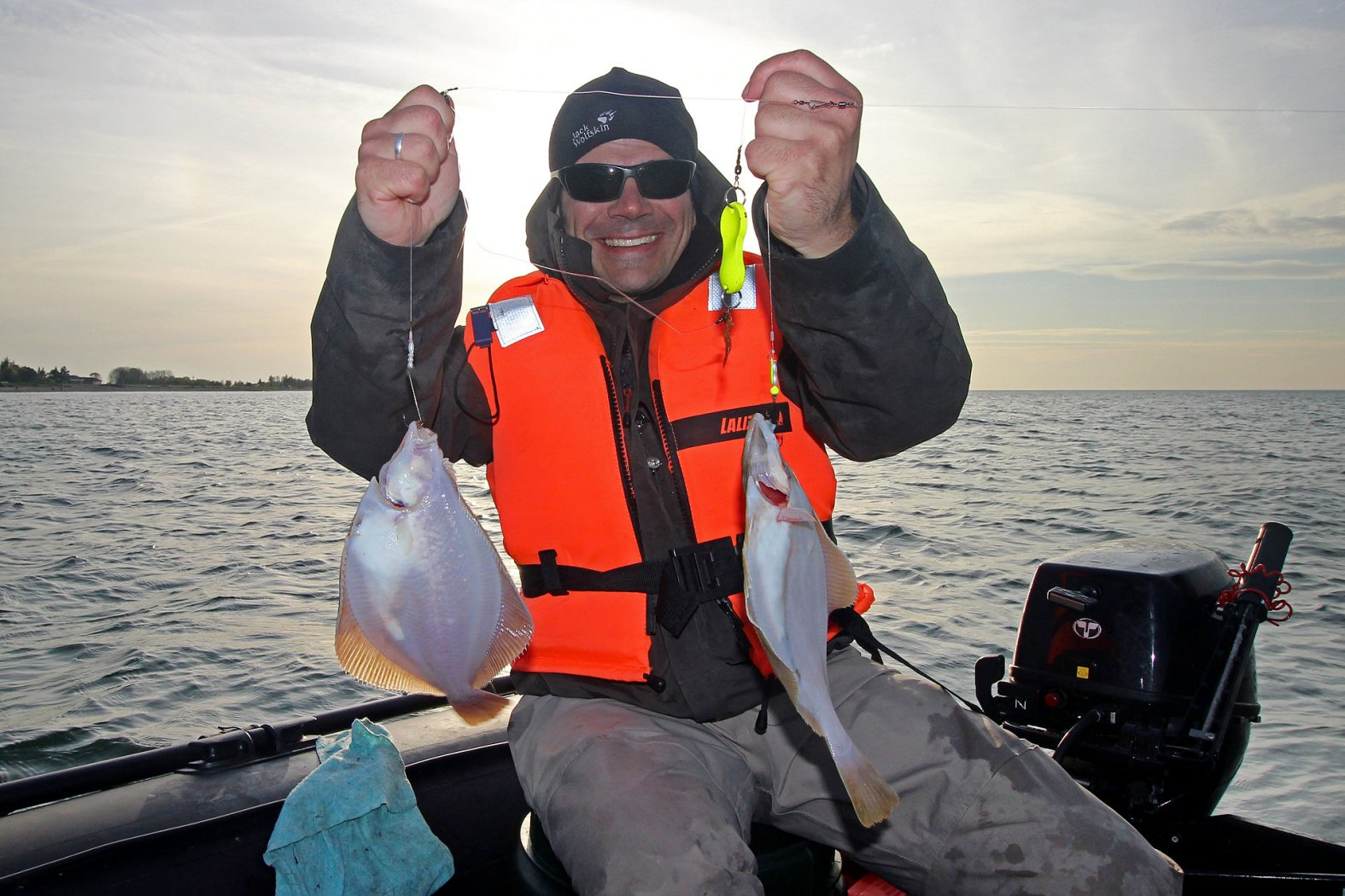 angeln mit seeringelwurm auf plattfisch