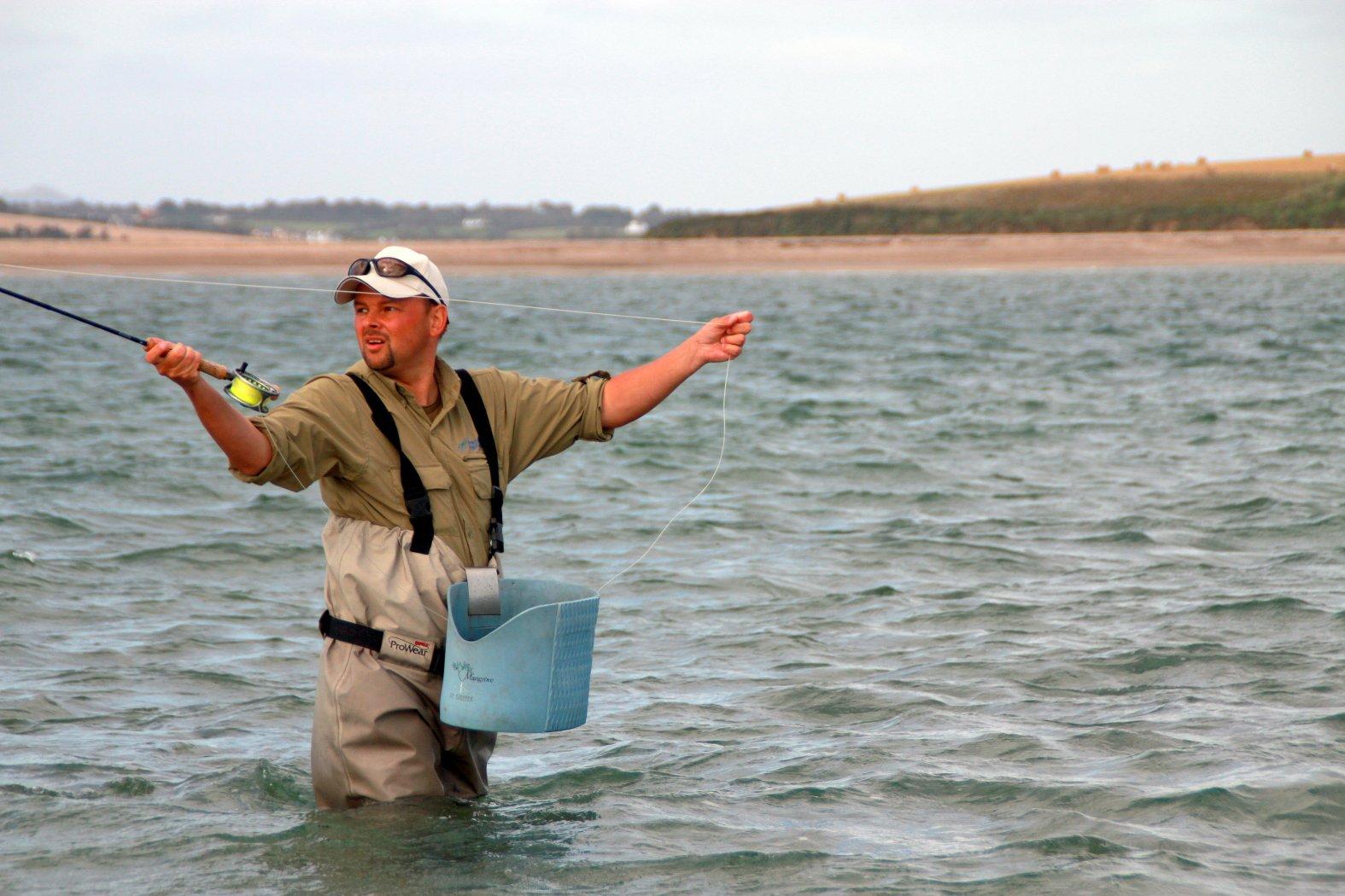 schnurkorb zum fliegenfischen an der küste
