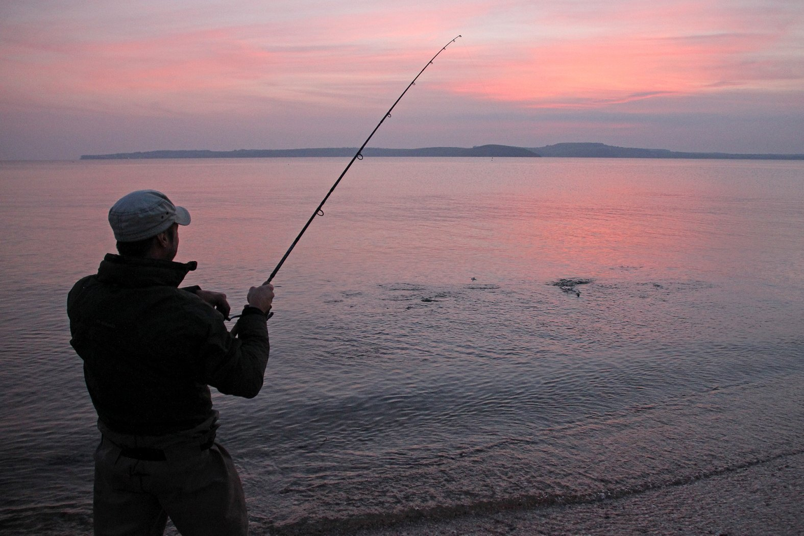 Angeln auf Makrelen vom Ufer aus