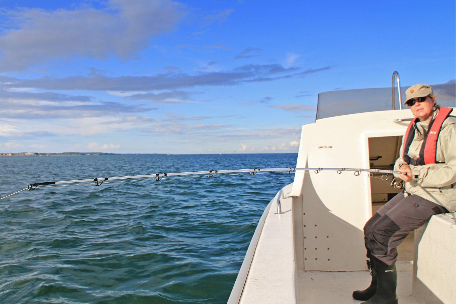 bootsangeln auf plattfisch mit buttlöffel