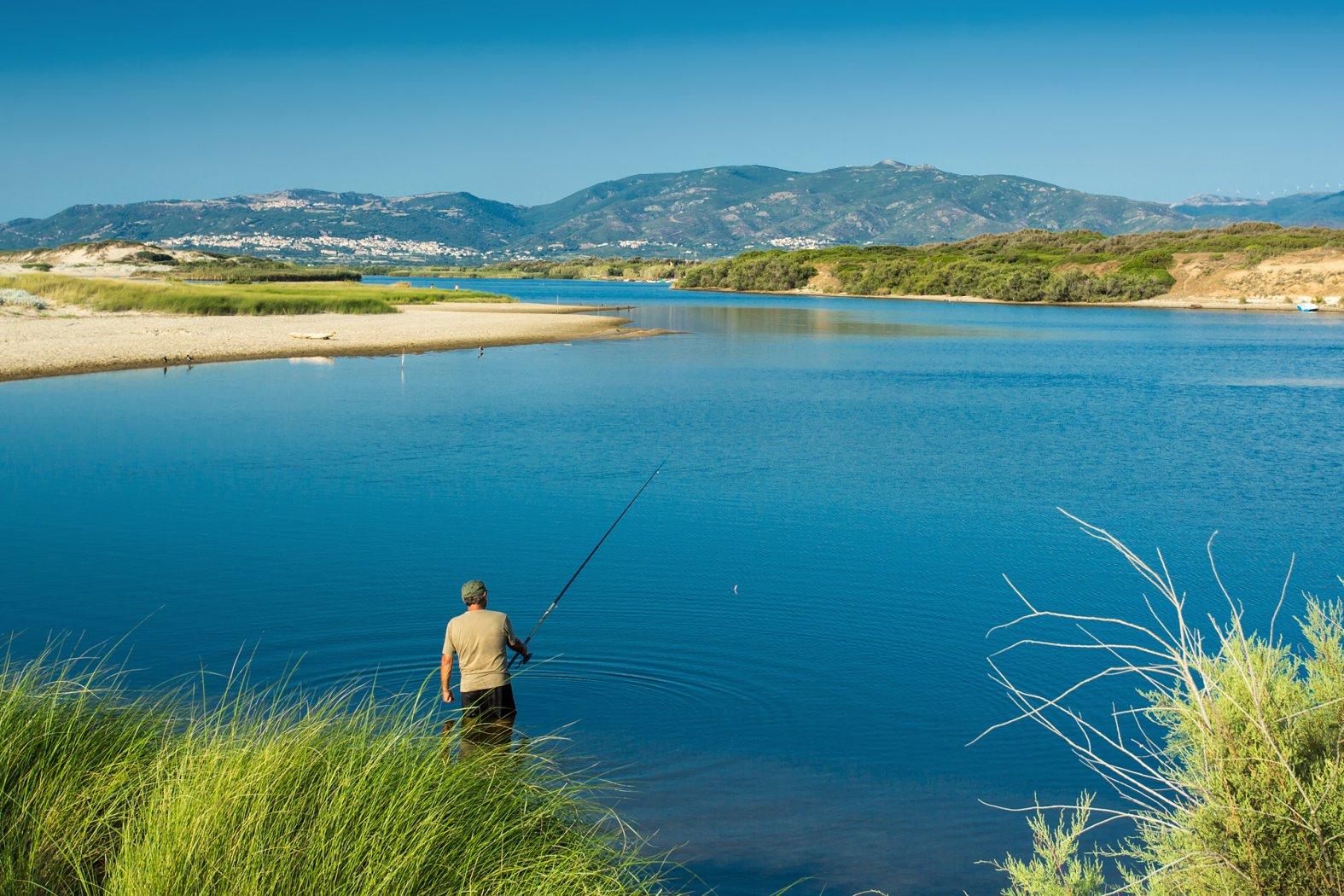 Angeln in Lagune auf Sardinien