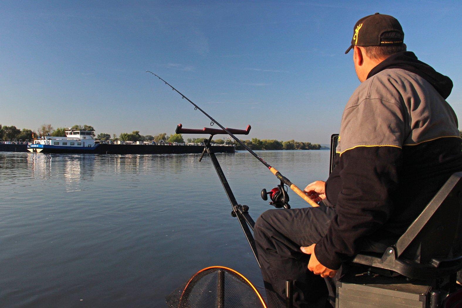 Barben angeln im Fluss