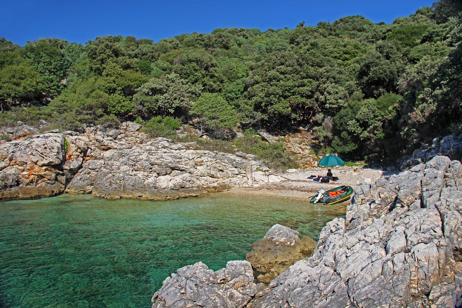 Bootsfahren und Angeln in Kroatien vom Schlauchboot