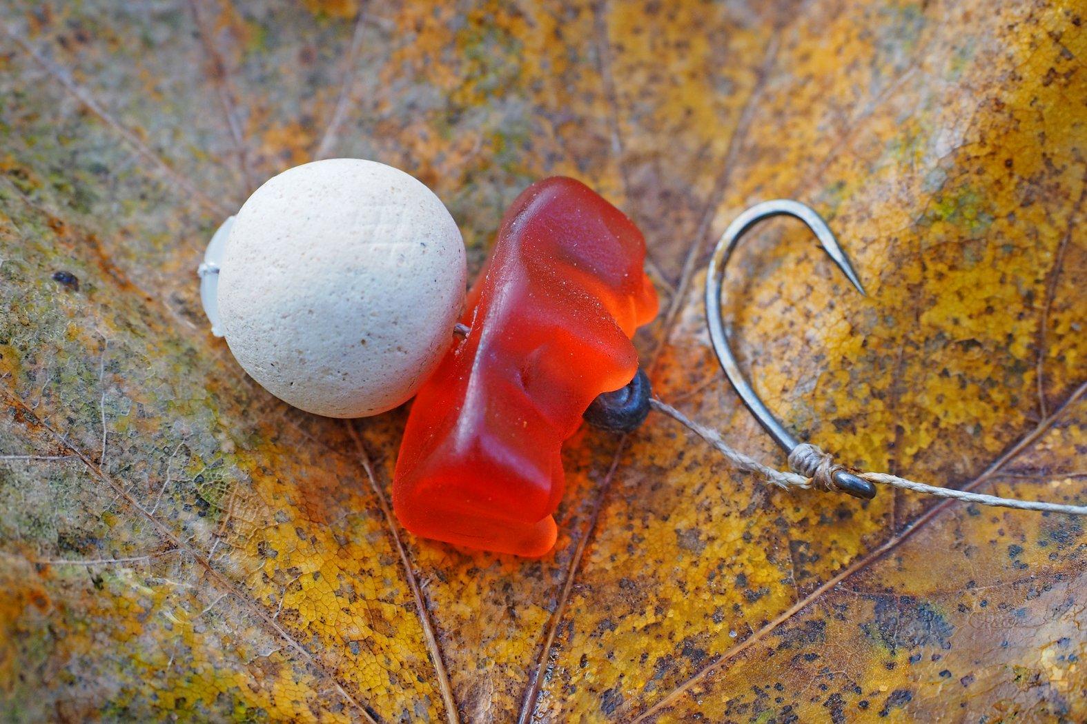 Karpfenköder mit Pop Up und Gummibärchen