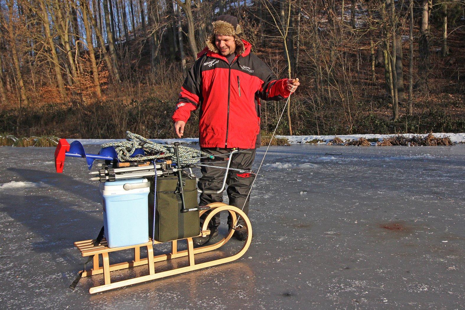 Schlitten für Gerätetransport beim Eisangeln