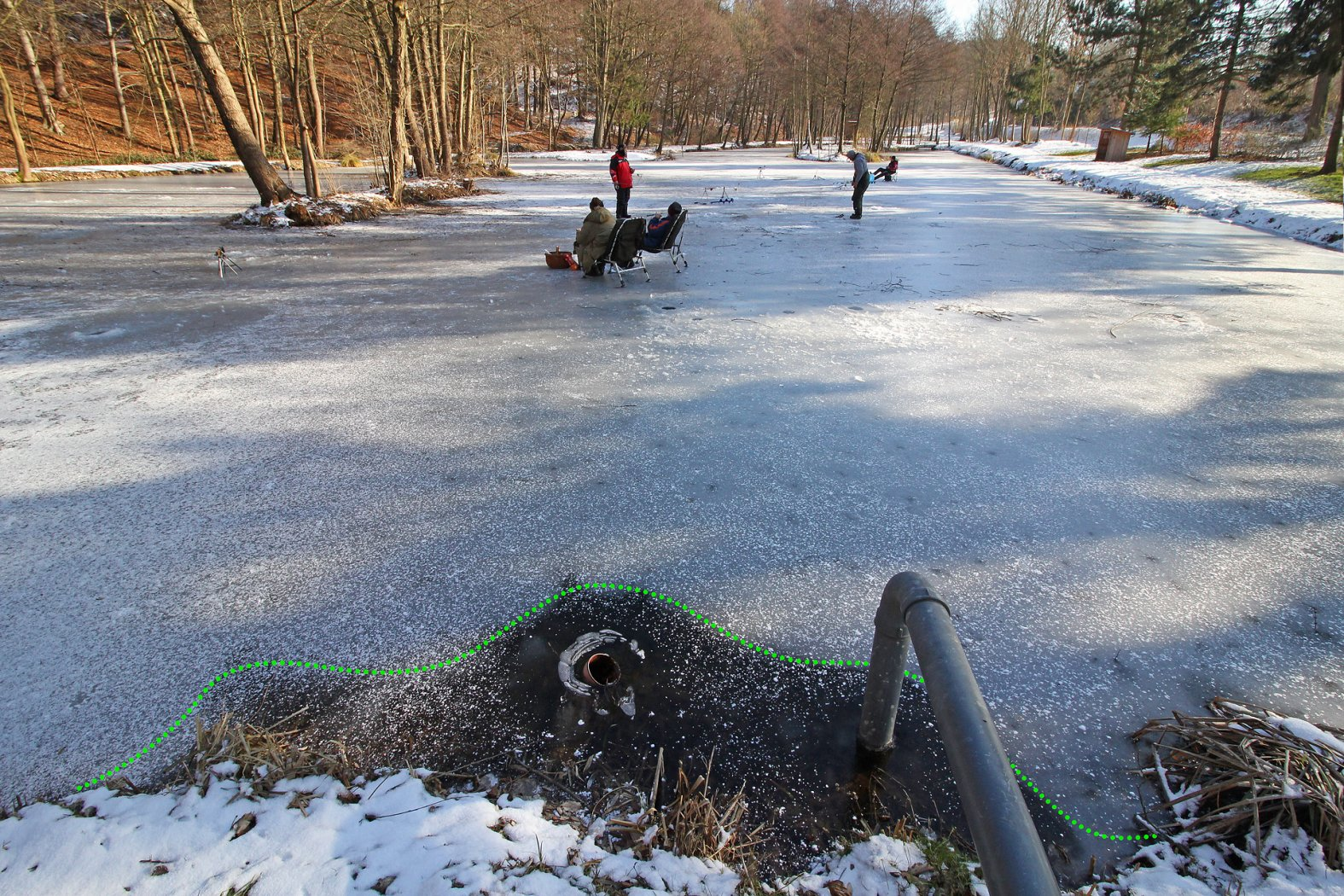 Gefahr beim Eisangeln im Uferbereich