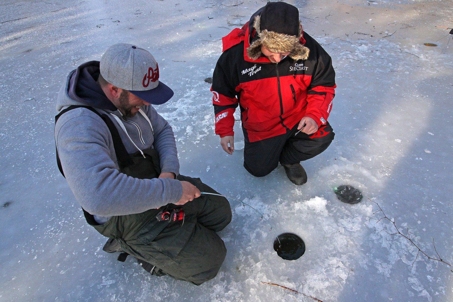 Eisangeln auf Forelle