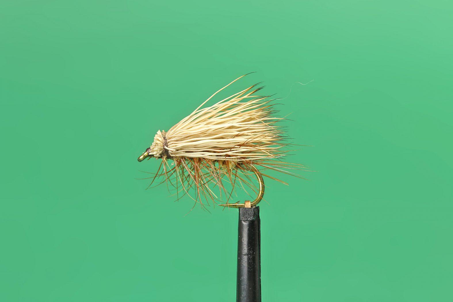 Trockenfliege Buck Caddis