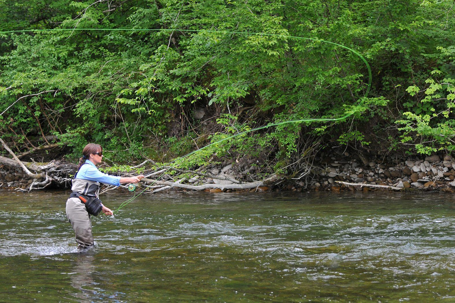Wie werfe ich einen Streamer beim Fliegenfischen