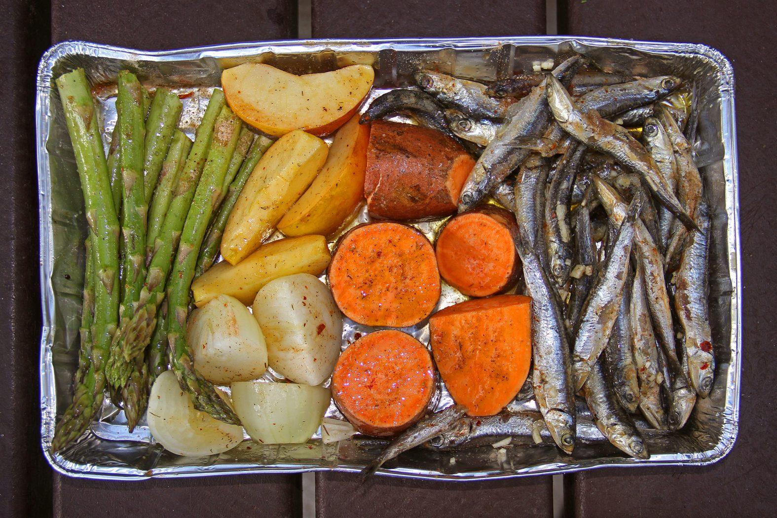 Fisch grillen mit einer Grillschale