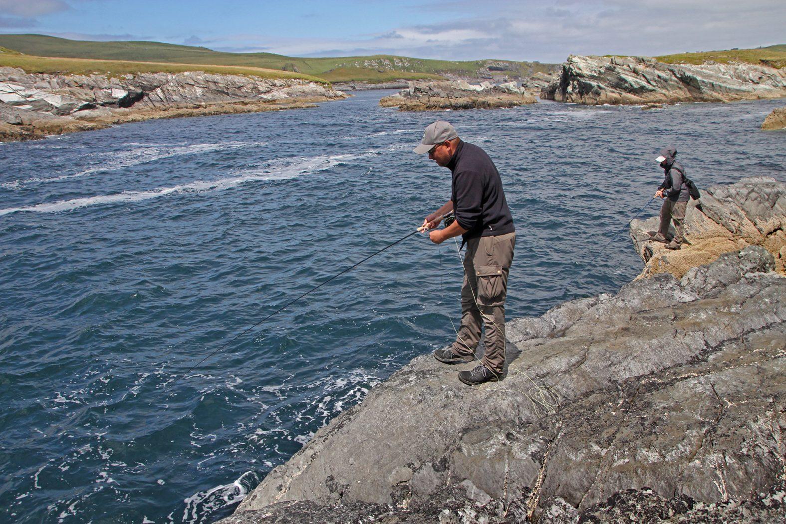 Fliegenfischen vom Ufer auf Pollack