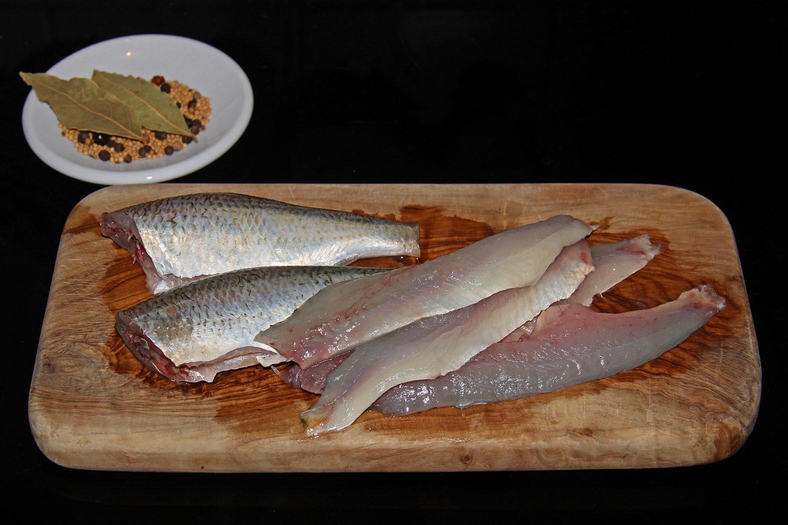 Speisefisch Rotauge: das Rezept für sauer eingelegte Weißfische