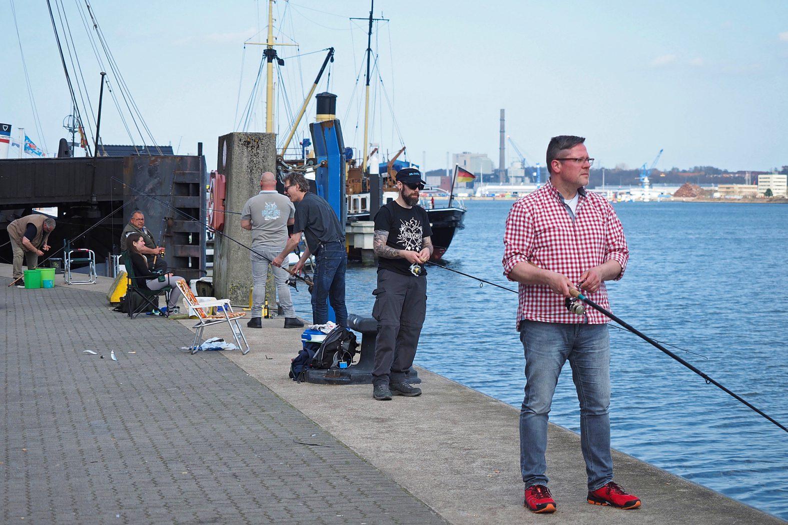Heringsangeln im Kieler Hafen