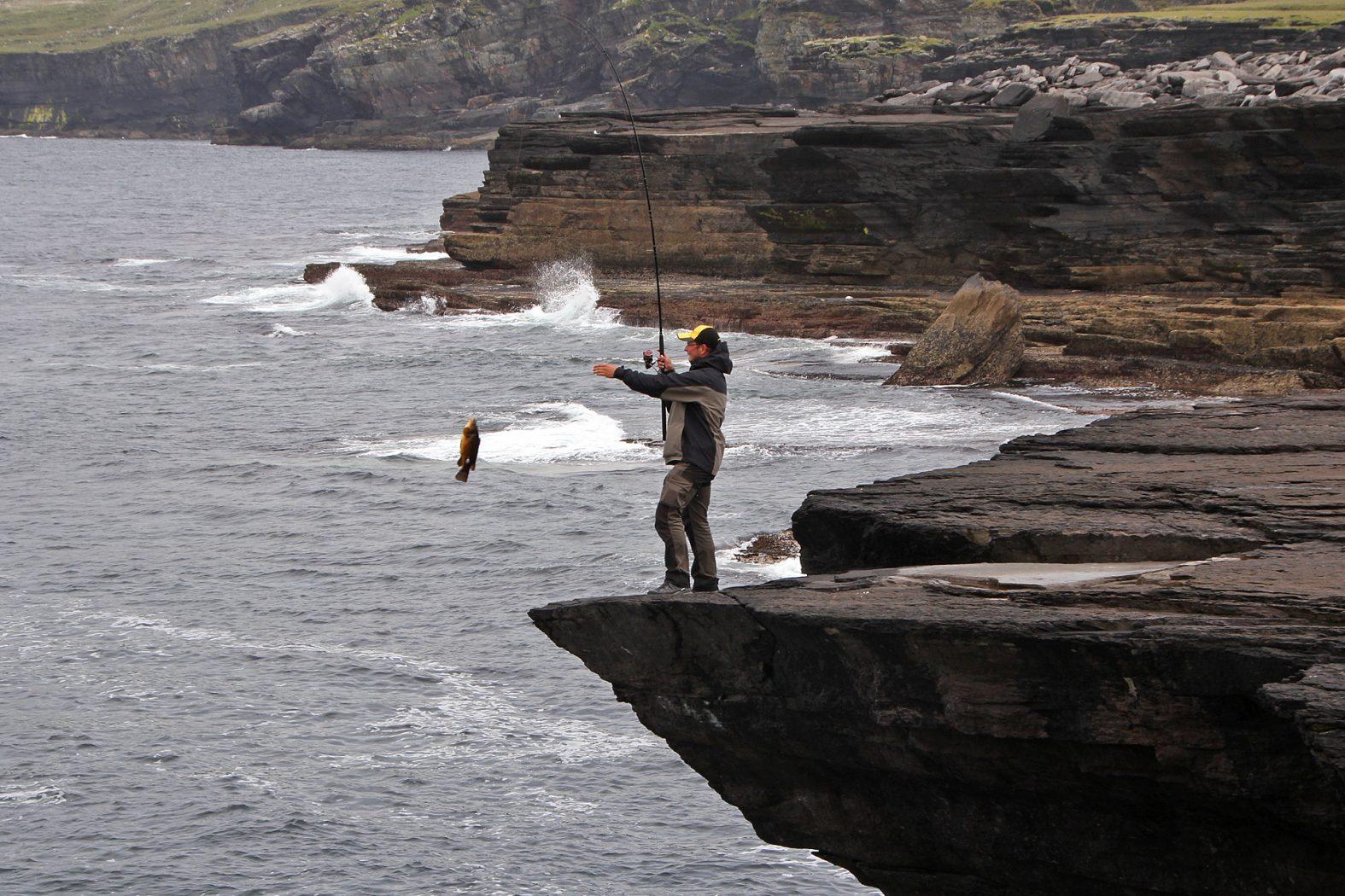 Angeln vom Felsen auf Lippfisch in Irland