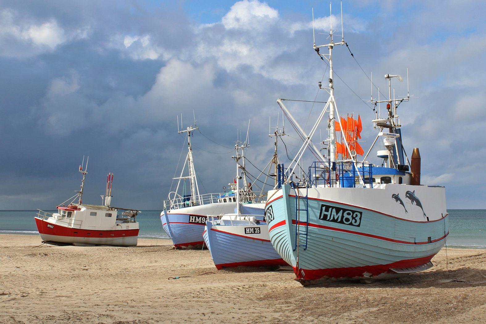 Fischerboote am Strand in Norddänemark
