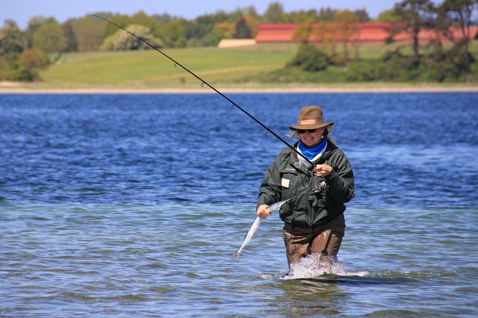 hornhecht angeln mit fischfetzen und wasserkugel